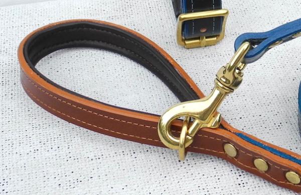 真鍮(ブラス)のゴールドナスカン、リングの革製犬用リーシュ|モノグラムレザードッグリード|犬グッズ通販HAU